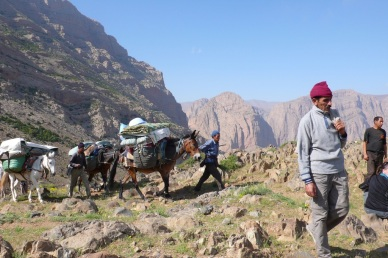 Cresting the pass between Taghia and Tighanimin.